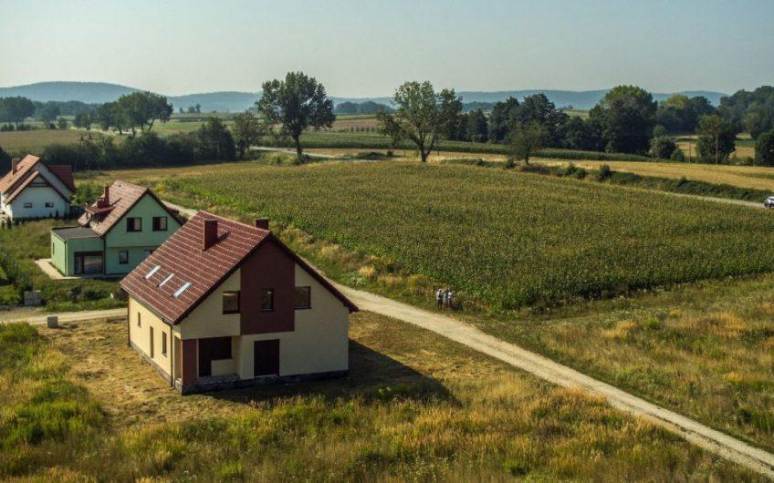 Do sprzedania działka usługowa na samej granicy miasta Sobótka – świetna lokalizacja!